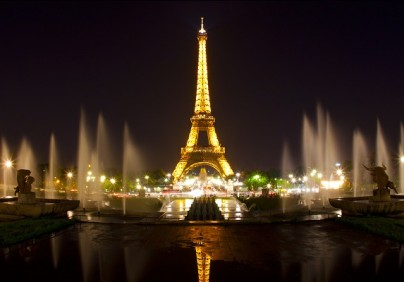 """""""Paris, the City of Lights, is an exquisite center of trendy restaurants, offering a wide range of alternatives to a distinctive lunch or an elegant diner."""""""