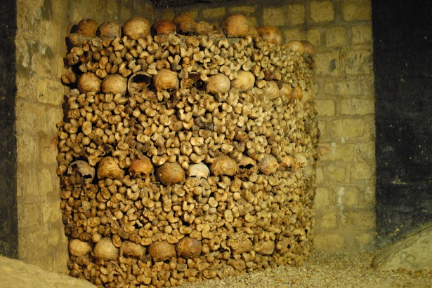 The cemetery of Innocent had been used during nearly ten centuries and had become the origin of infection for all the inhabitants of the district.  Places to visit in Paris: the catacombs Places to visit in Paris: the catacombs Paris Les Catacombes Photo 15
