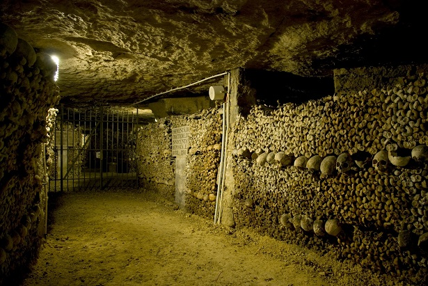 The cemetery of Innocent had been used during nearly ten centuries and had become the origin of infection for all the inhabitants of the district.  Places to visit in Paris: the catacombs Places to visit in Paris: the catacombs les catacombes de paris
