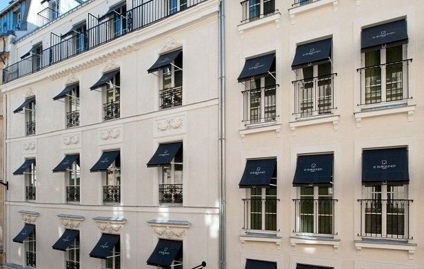 """Paris is full of surprises. Known for its outstanding Luxury, Love, exclusive Fashion and extravagant Design. See a selection of TOP 5 luxury hotels in Paris."""