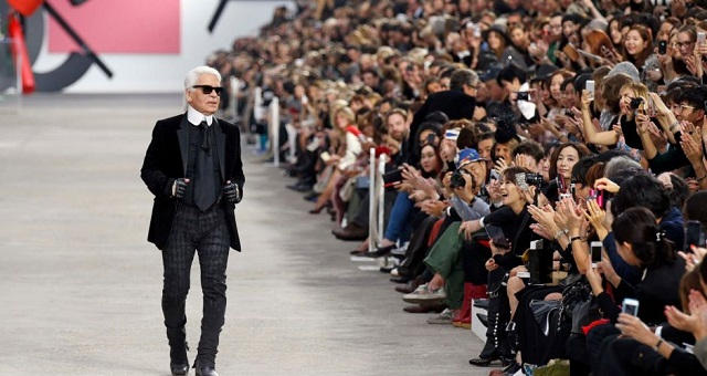 """""""In the most recent edition of Paris Fashion Show the iconic Designer Karl Lagerfeld created a ready-to-wear Spring/Summer 2014 Collection for Chanel."""" Paris Fashion Show: Karl Lagerfeld Collection for Chanel Paris Fashion Show: Karl Lagerfeld Collection for Chanel Paris Fashion Show Karl Lagerfeld for Chanel 09"""