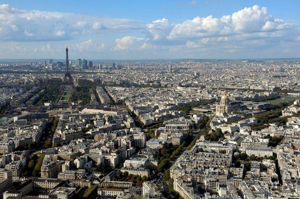 la tour montparnasse  Were to go in Paris for a delightfull view  Were to go in Paris for a delightfull view la tour montparnasse