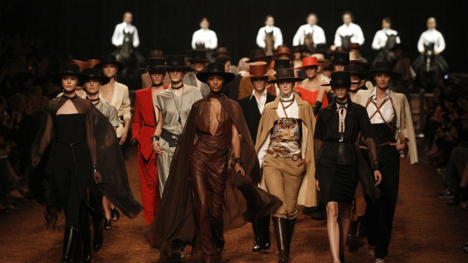 The Best Paris Fashion Week Runways Of All Times (6) The Best Paris Fashion Week Runways Of All Time The Best Paris Fashion Week Runways Of All Time The Best Paris Fashion Week Runways Of All Times 6
