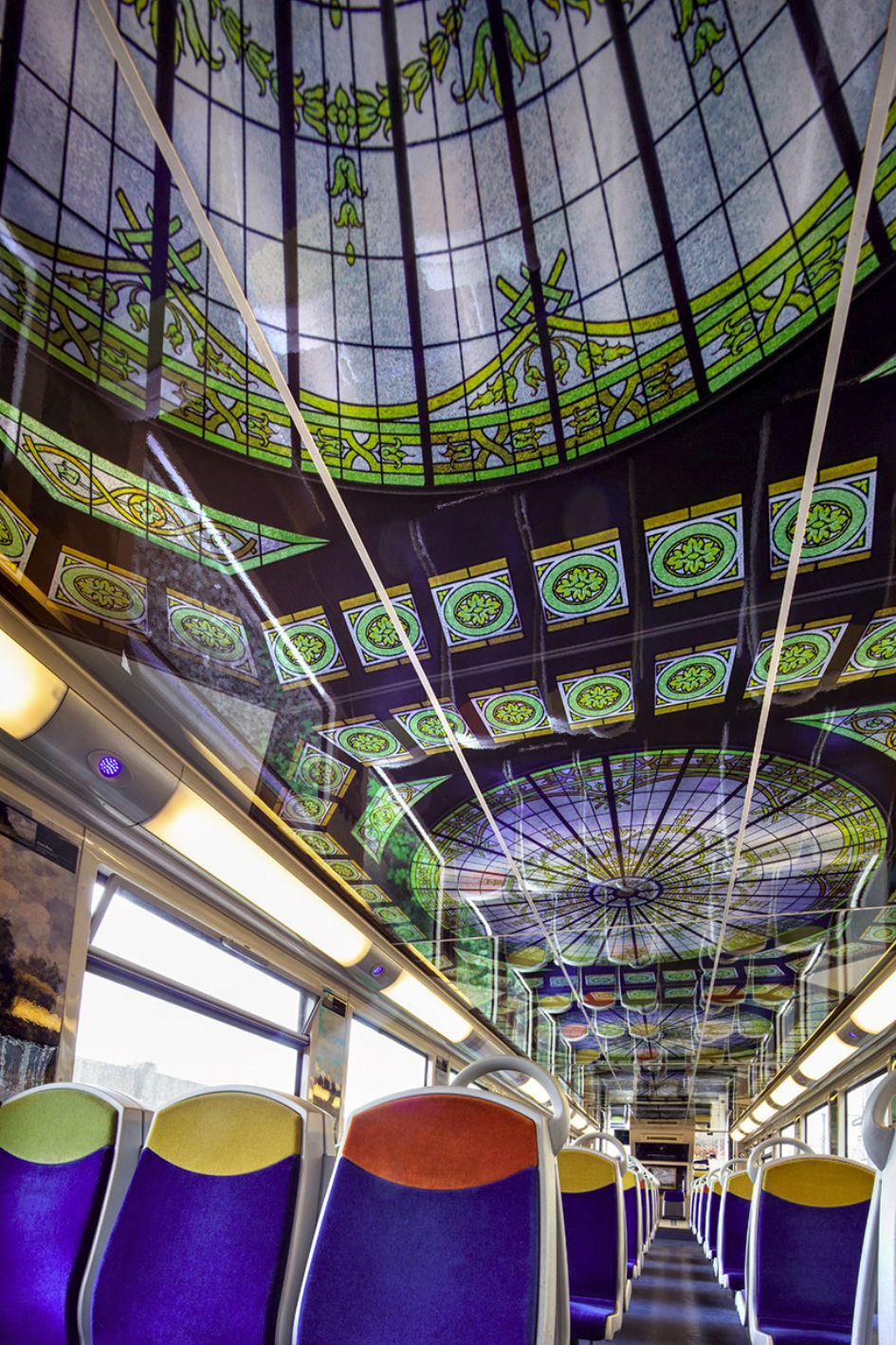 Famous Artwork In French Public Trains (7)