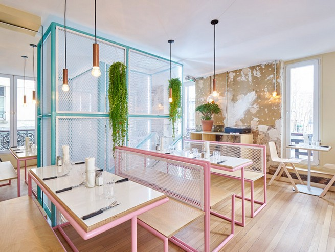 A Restaurant In Paris That Serves Tasty Burgers And Colorful Interiors (1)