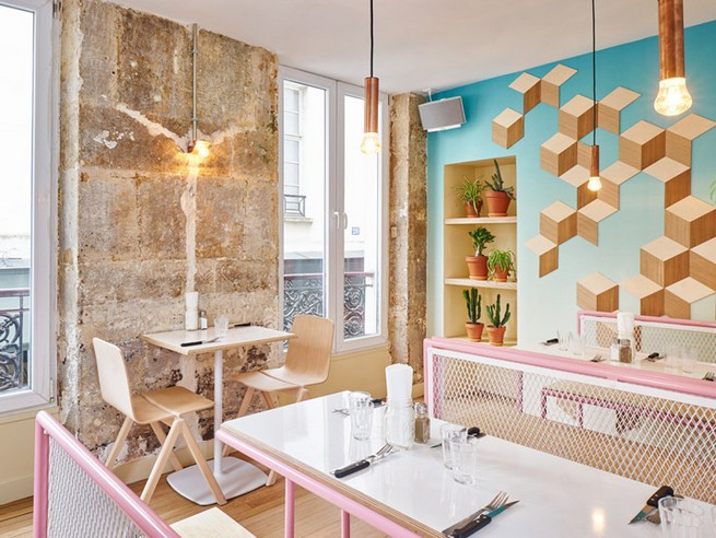 A Paris Restaurant That Serves Tasty Burgers And Colorful Interiors (17)
