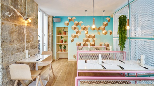 A Restaurant In Paris That Serves Tasty Burgers And Colorful Interiors (2)