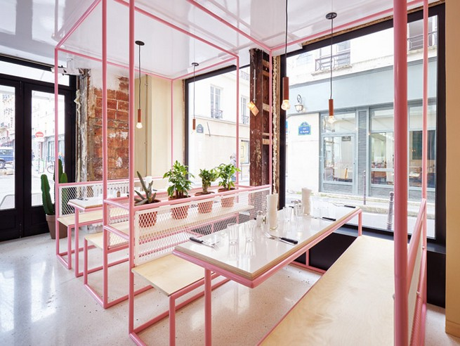 A Restaurant In Paris That Serves Tasty Burgers And Colorful Interiors (6)