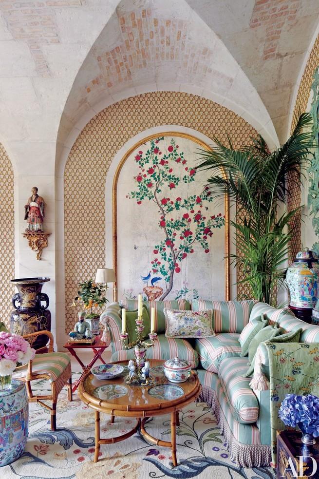 Inside Valentino Garavani's Paris home Paris Château Inside Valentino Garavani's Paris Château Inside Valentino Garavanis Paris Ch  teau 9