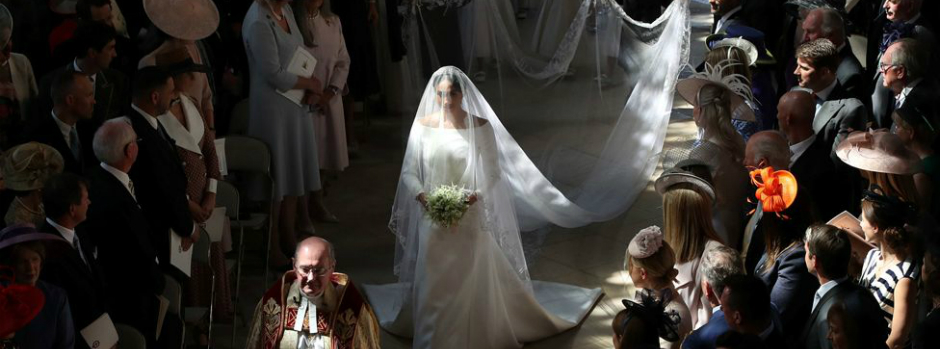 Meghan Markle Wore a Refined Givenchy Dress for the Royal Wedding royal wedding Meghan Markle Wore a Refined Givenchy Dress for the Royal Wedding featured 9