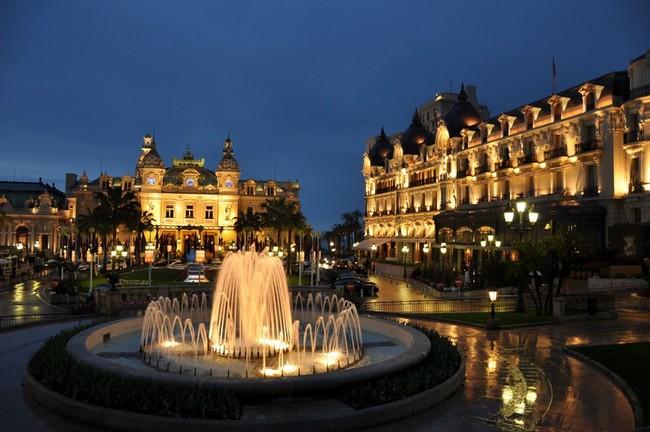 Be Amazed by the Unique Bathroom Suites of Hotel de Paris Monte-Carlo 1