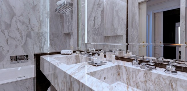 Be Amazed by the Unique Bathroom Suites of Hotel de Paris Monte-Carlo 4