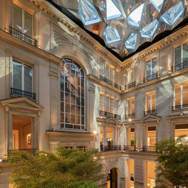 A Historic Building in Champs-Élysées is Home to a New Apple Store (1)