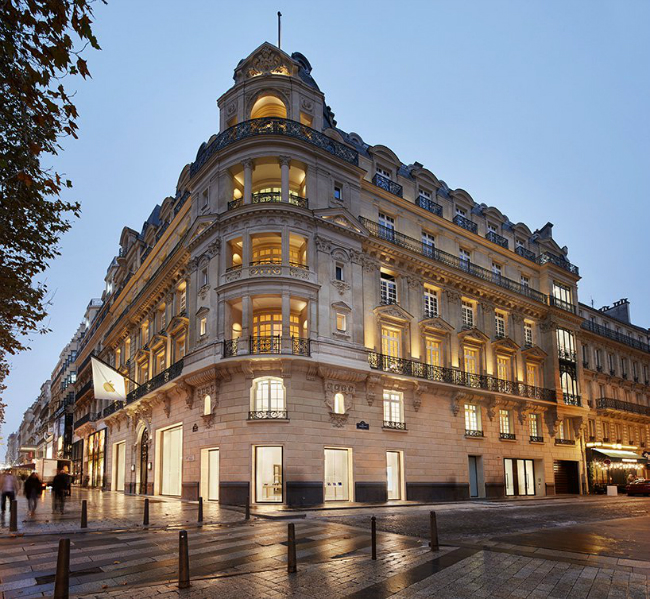 A Historic Building in Champs-Élysées is Home to a New Apple Store (3)