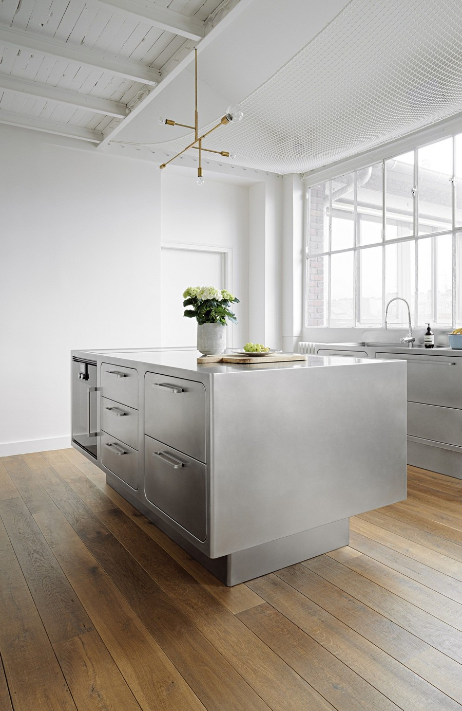 You'll Truly Love the Industrial Style Kitchen of this Parisian Loft 5 Industrial Style Kitchen This Industrial Style Kitchen Will Be the Division of Your Dreams Youll Truly Love the Industrial Style Kitchen of this Parisian Loft 5