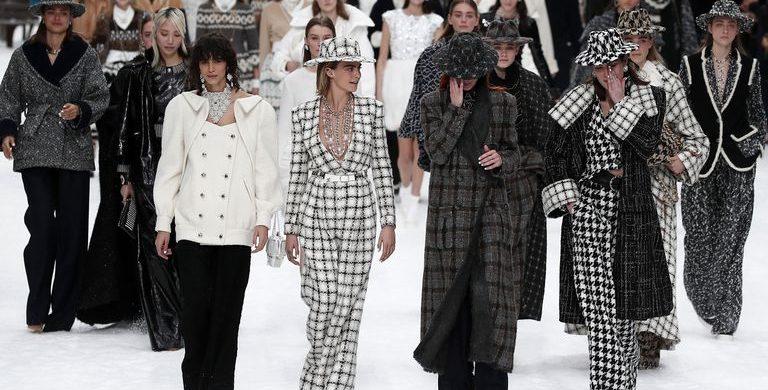 Chanel Presents Karl Lagerfeld's Last Designed Collection [object object] Chanel Presents Karl Lagerfeld's Last Designed Collection cara delevningne chanel finale 1551782590 768x390