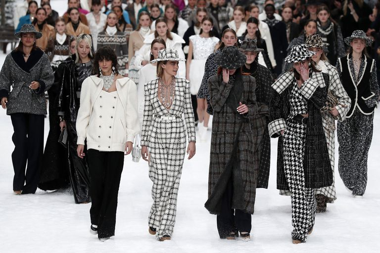 Chanel Presents Karl Lagerfeld's Last Designed Collection [object object] Chanel Presents Karl Lagerfeld's Last Designed Collection cara delevningne chanel finale 1551782590