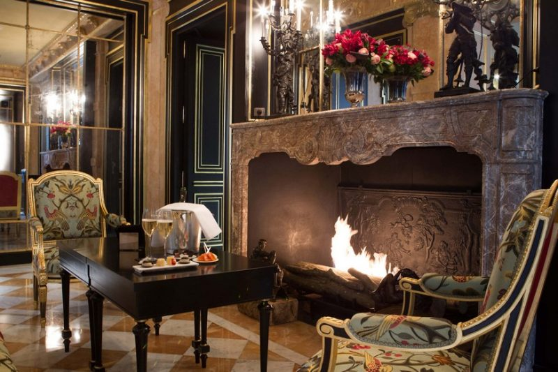 Fall In Love With The Sophisticated Fireplaces In These Paris Hotels fireplaces Fall In Love With The Sophisticated Fireplaces In These Paris Hotels La Re  serve Paris e1557228396708